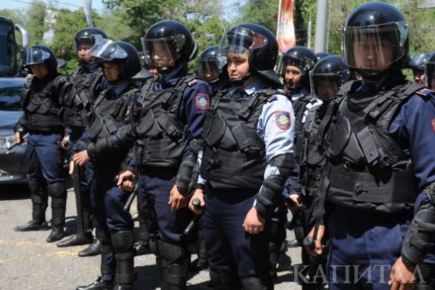 170 полицейских прибыли в село на юге Казахстана