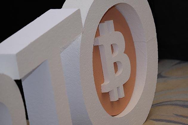 Заменитли Bitcoin золото