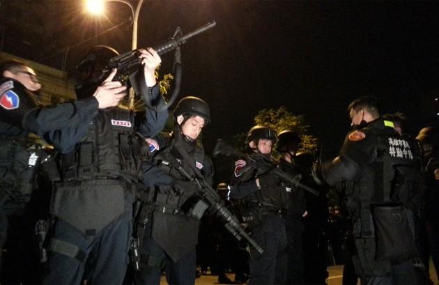 Тайваньские заключенные взяли заложников