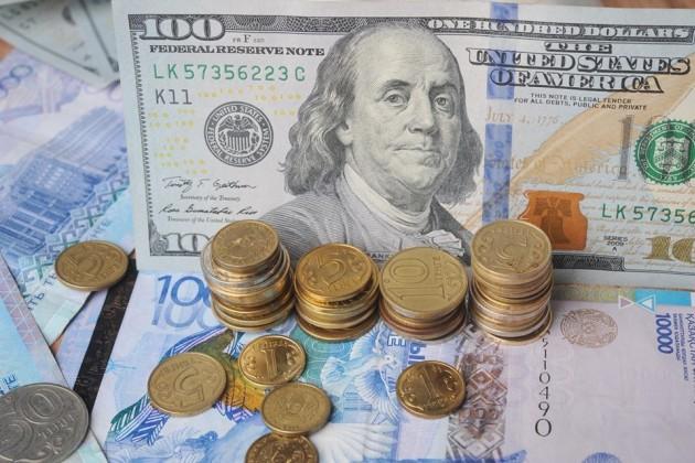 Доллар продолжает медленно, ноуверенно расти