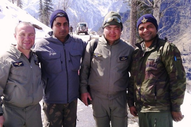 Лётный состав ВВС Казахстана прошел курс выживания в Индии
