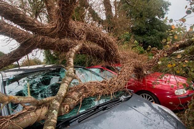 Великобритания ждет приближения мощного урагана