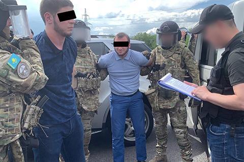 КНБ задержал торговцев оружием и взрывными устройствами