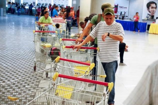 Венесуэла закупит для населения тонны продовольствия