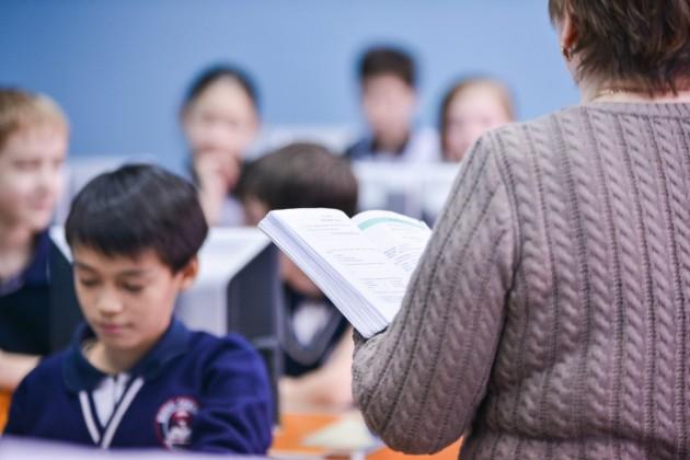 Президент поручил правительству снизить нагрузку на учителей
