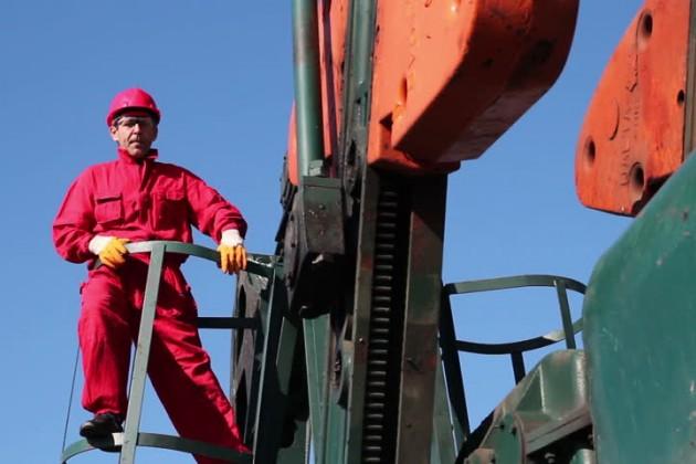 Нефтяные страны хотят удержать цену в $50за баррель