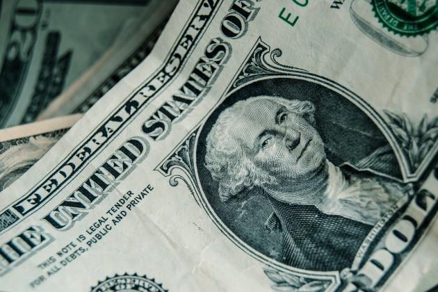 Максимальный курс вобменниках— 389тенге за доллар