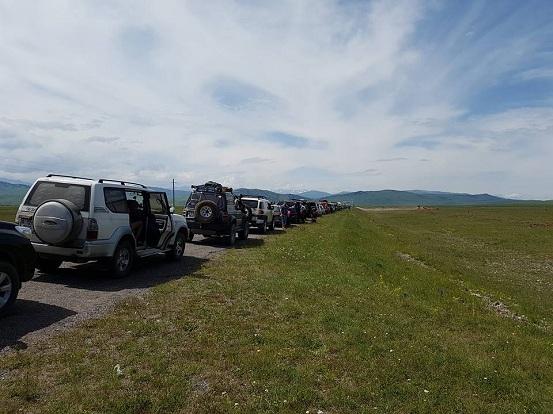 Казахстанцы много часов простояли награнице Казахстана сКыргызстаном