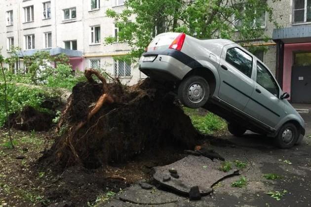 Одиннадцать человек стали жертвами урагана вМоскве