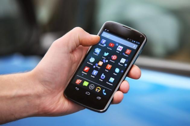 Аскар Жумагалиев призвал развивать мобильные госуслуги