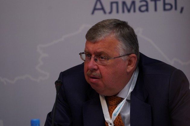 Глава ЕАБР обобвинениях российских артистов ввозрождении СССР