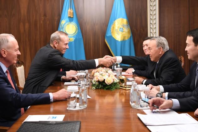 Президент встретился сглавой совета директоров «Шеврон» Майклом Уиртом