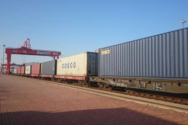 Первый товарный поезд отправился изВеликобритании вКитай