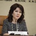 Казахстанцы перекладывают депозиты в тенге