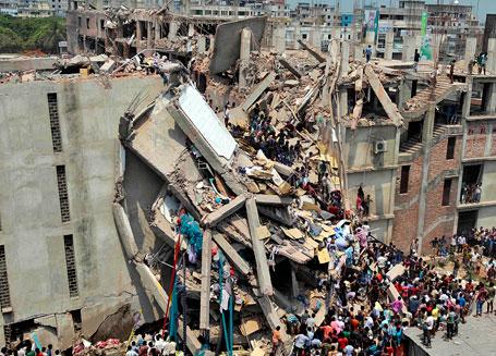 Названа причина обрушения фабрики в Бангладеш