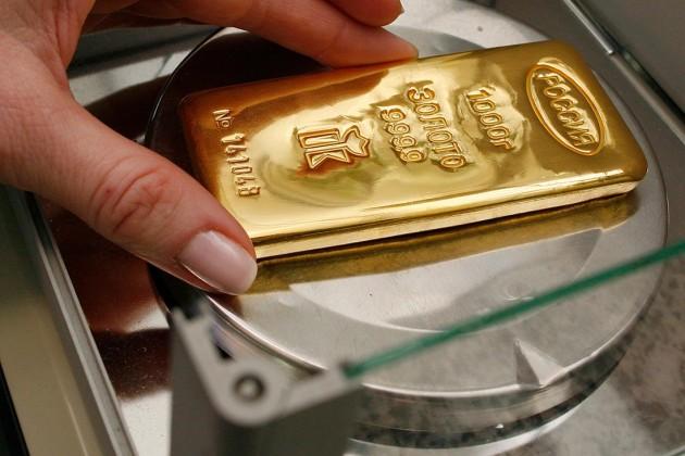 Центробанки покупают 50 тонн золота в месяц
