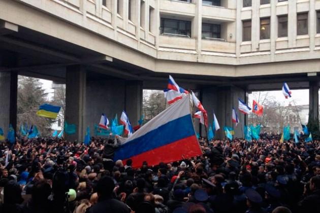 Здание правительства Крыма захватили неизвестные