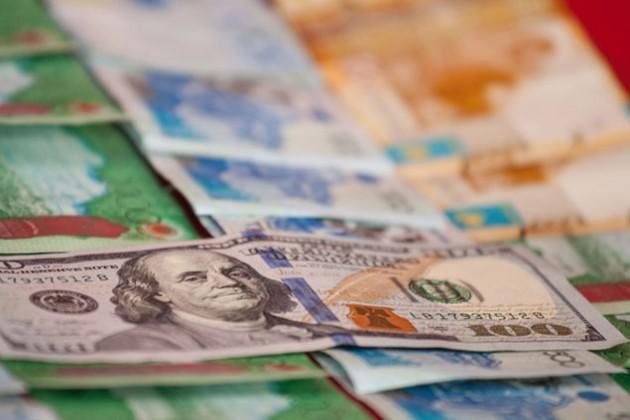 Объем торгов валютами наKASE снизился на45%