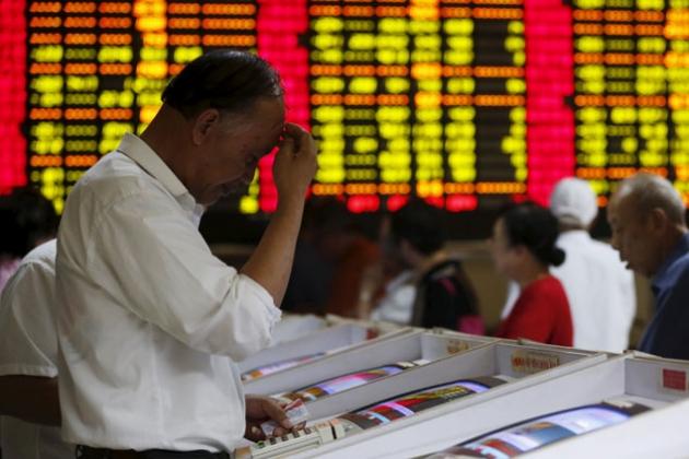В Китае остановили торги акциями после обвала на бирже