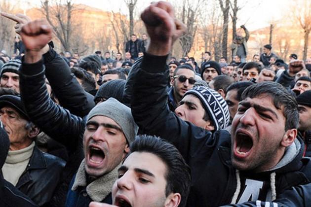 Во время столкновений в Армении пострадали 12 человек