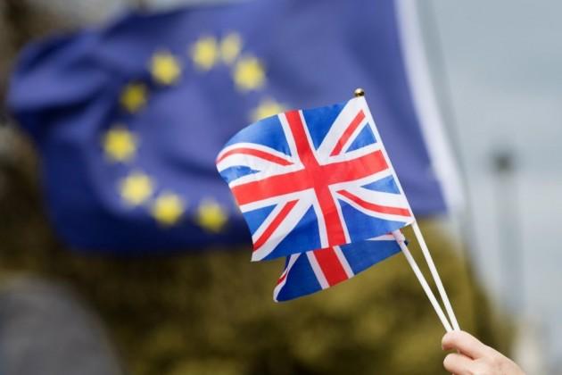 Британия иЕС утвердили переходную сделку поBrexit