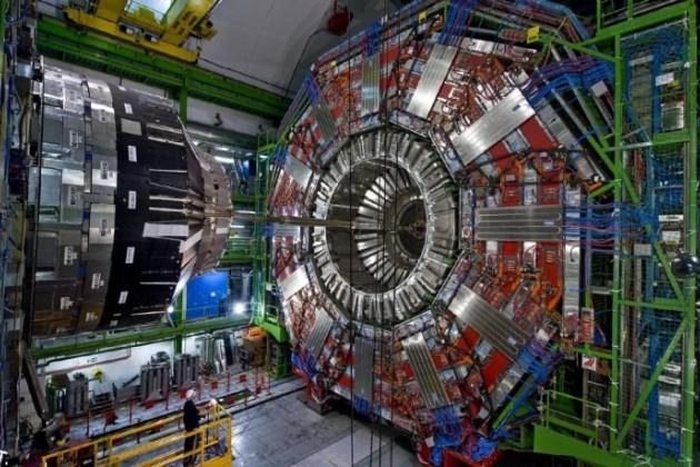 Возобновил работу Большой адронный коллайдер
