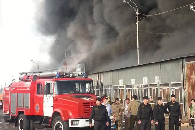 В Алматы горит рынок Олжа