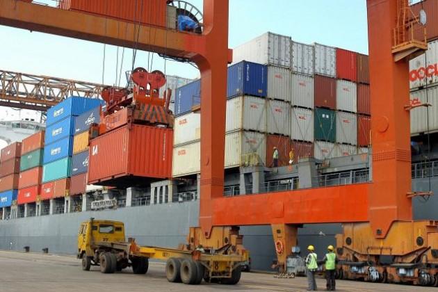Экспорт и импорт Казахстана резко сократились с начала года