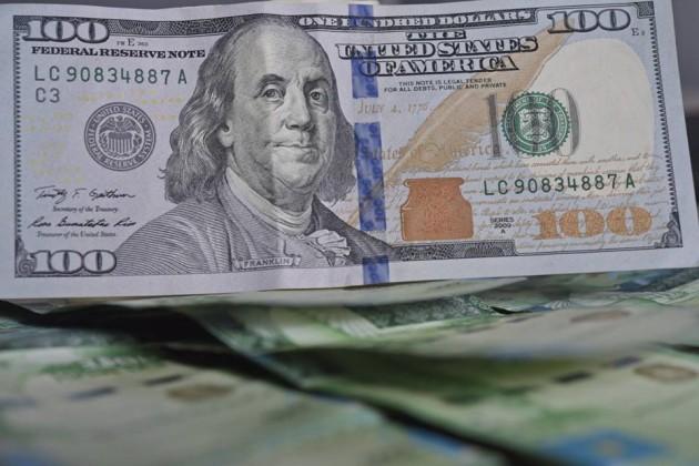 Обменники Алматы удерживают доллар науровне 353тенге