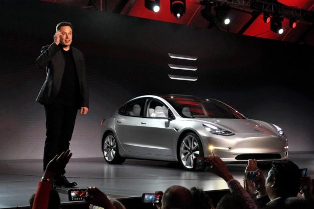 Tesla впервые задва года показала прибыль