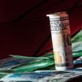 Доллар к тенге демонстрирует уверенный рост