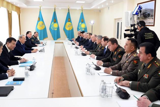 Президент встретился сминистрами оборонных ведомств ОДКБ