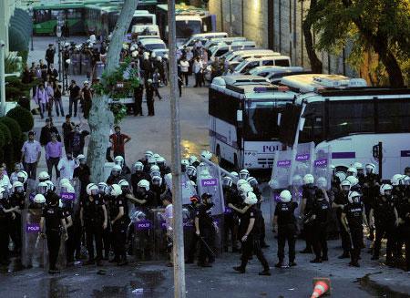Беспорядками охвачена почти вся Турция