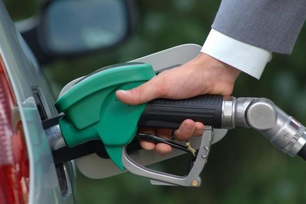 Ситуацию на рынке бензина прокомментировал депутат Ляззат Киинов