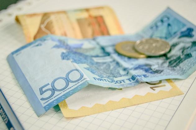 Максимальный курс вобменниках— 391 тенге за доллар