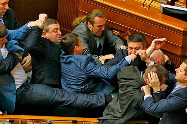 В Верховной Раде подрались депутаты