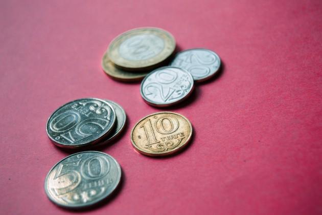 Нацвалюта к доллару подешевела на 1,5 тенге