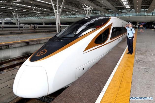 Китай запустил супербыстрые поезда доШанхая