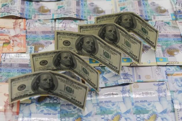 Доллар перешагнул уровень в366тенге