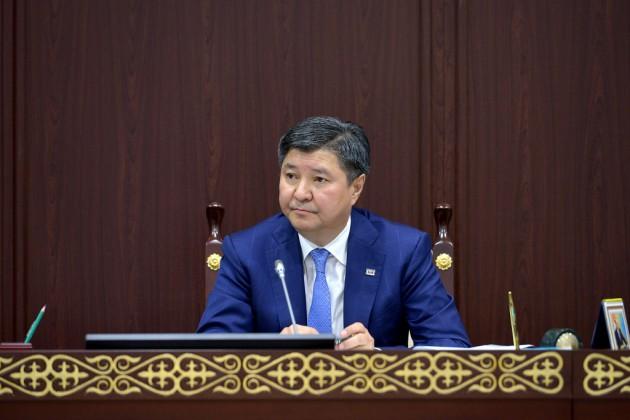 Жакип Асанов посоветовал судьям владеть тремя профязыками
