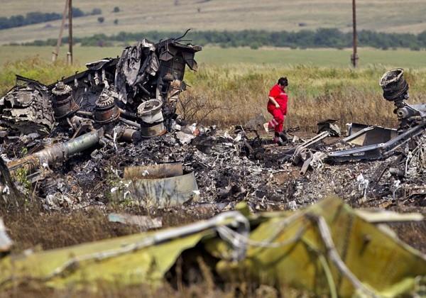 На месте падения малайзийского Boeing нашли новые тела погибших
