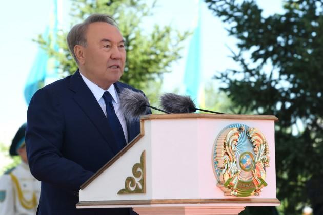 Президент принял участие вцеремонии поднятия Государственного флага