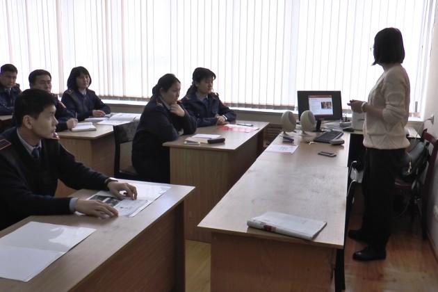 К Универсиаде полицейские Алматы выучат английский язык