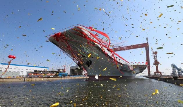 Китай спустил наводу авианосец собственной постройки