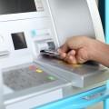 Банки будут сообщать о комиссиях за обналичивание через банкоматы