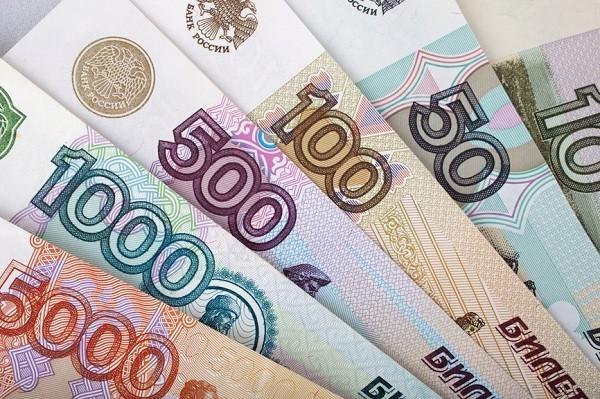 Казахстанцы все еще скупают рубли в обменных пунктах