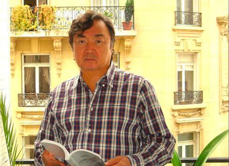 В Алматы прошла выставка книг Олжаса Сулейменова