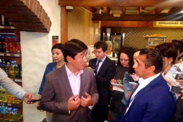 Аким Алматы проверяет рынки города