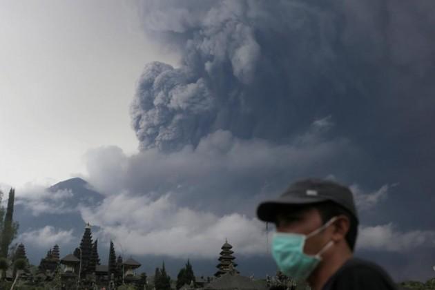 На Бали объявили повышенный уровень опасности