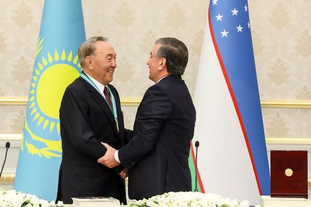 Нурсултана Назарбаева наградили орденом «Эл-юрт Хурмати»